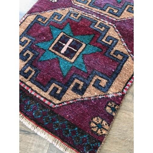 """17""""1/2 x 32"""" Vintage Rug Handmade Turkish Little Carpet"""